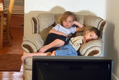 cocuklar-tv-bilgisayar-izlemek-uyku